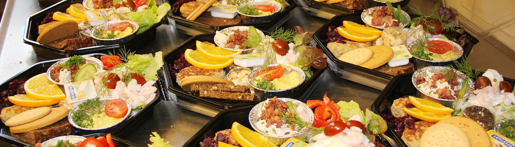 Caféens platter med blandt andet æg og rejer