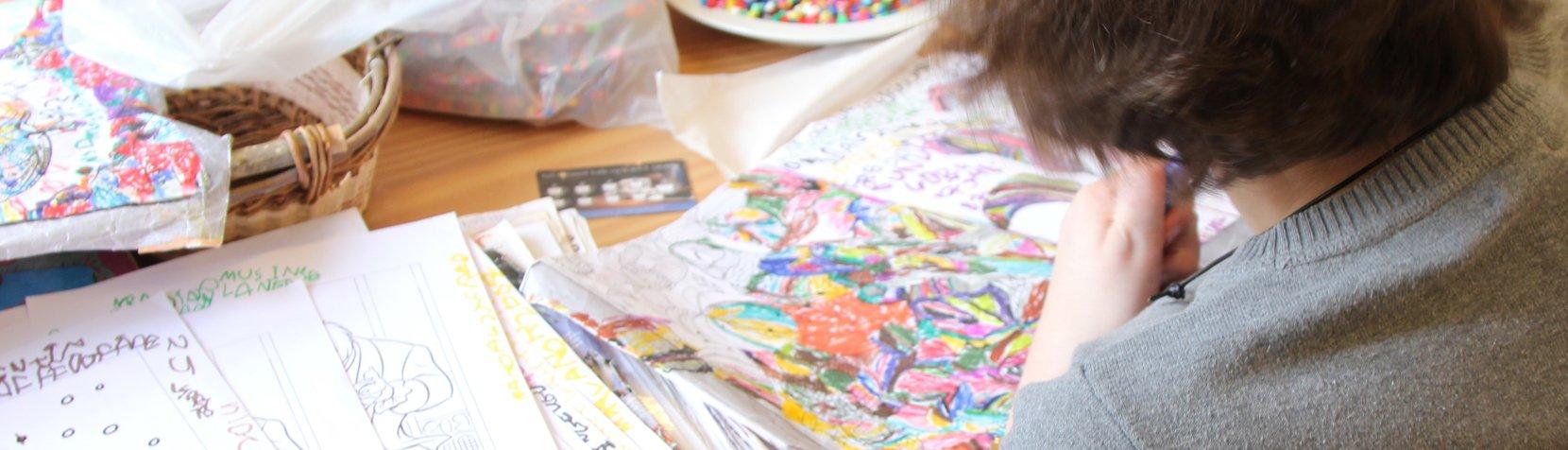 En af aktiviteterne i vores dagtilbud er tegning