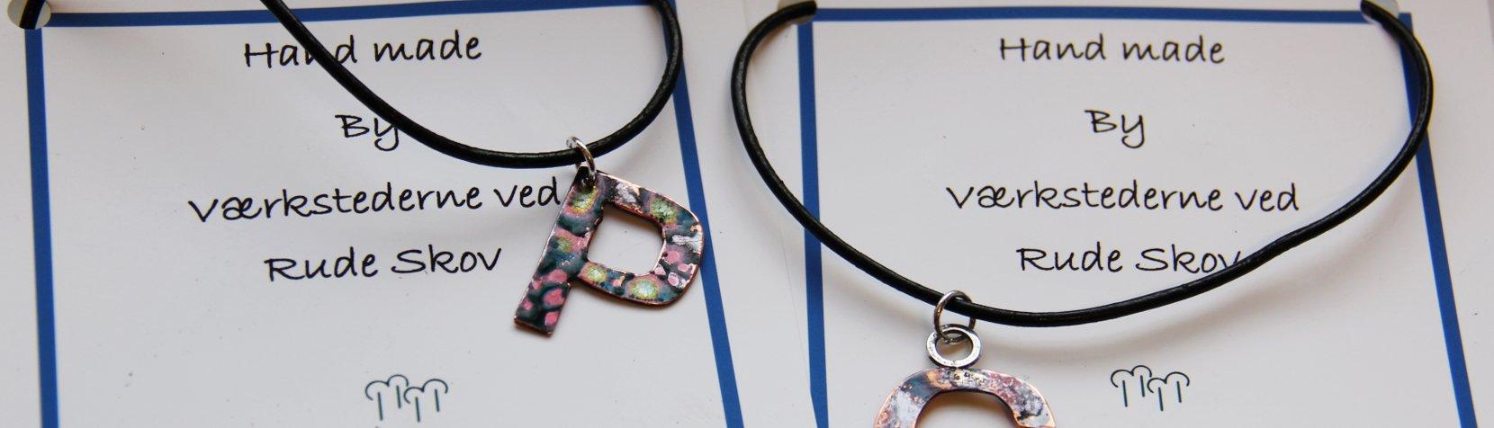 Smykker med mærkatet handmade