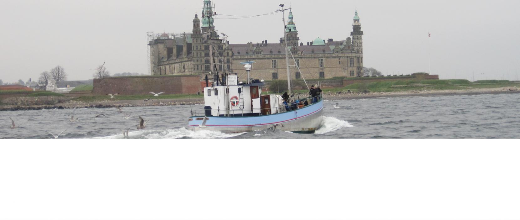 Vi sejler forbi Kronborg